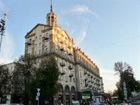 На памятнике архитектуры на Крещатике разрушается крыша
