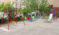 По городу устанавливают новые детские площадки