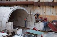 Метро на Виноградарь: рабочие забетонировали основу тоннеля